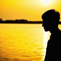 10代 白髪 原因 男性 治し方