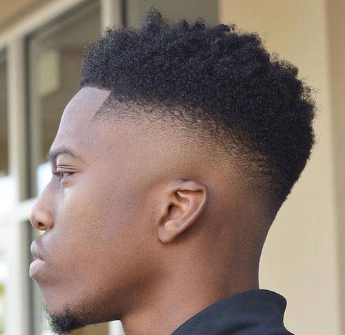 横の髪を短くしている角刈り