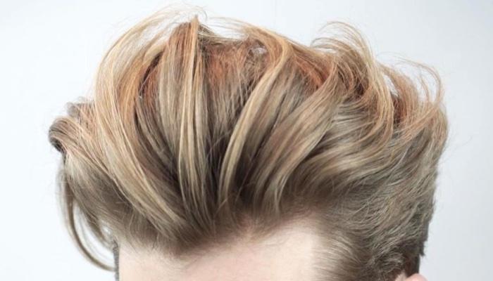 マットなオールバックヘア